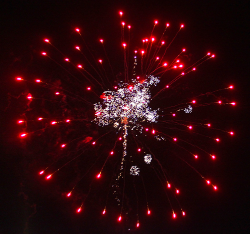 fireworksbakerparkredwhite500w