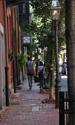 Walking in Boston (by: Oliver Rich, creative commons)