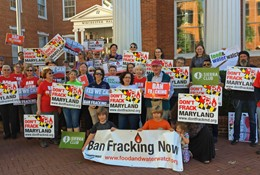 frackingpetitionrallyfolks260x175